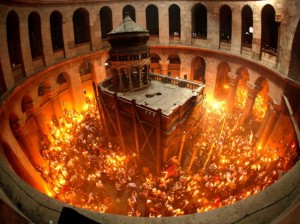 povestea-aprinderii-miraculoase-a-sfintei-lumini-in-sambata-cea-mare-a-sfintelor-pasti-la-ierusalim-18450809