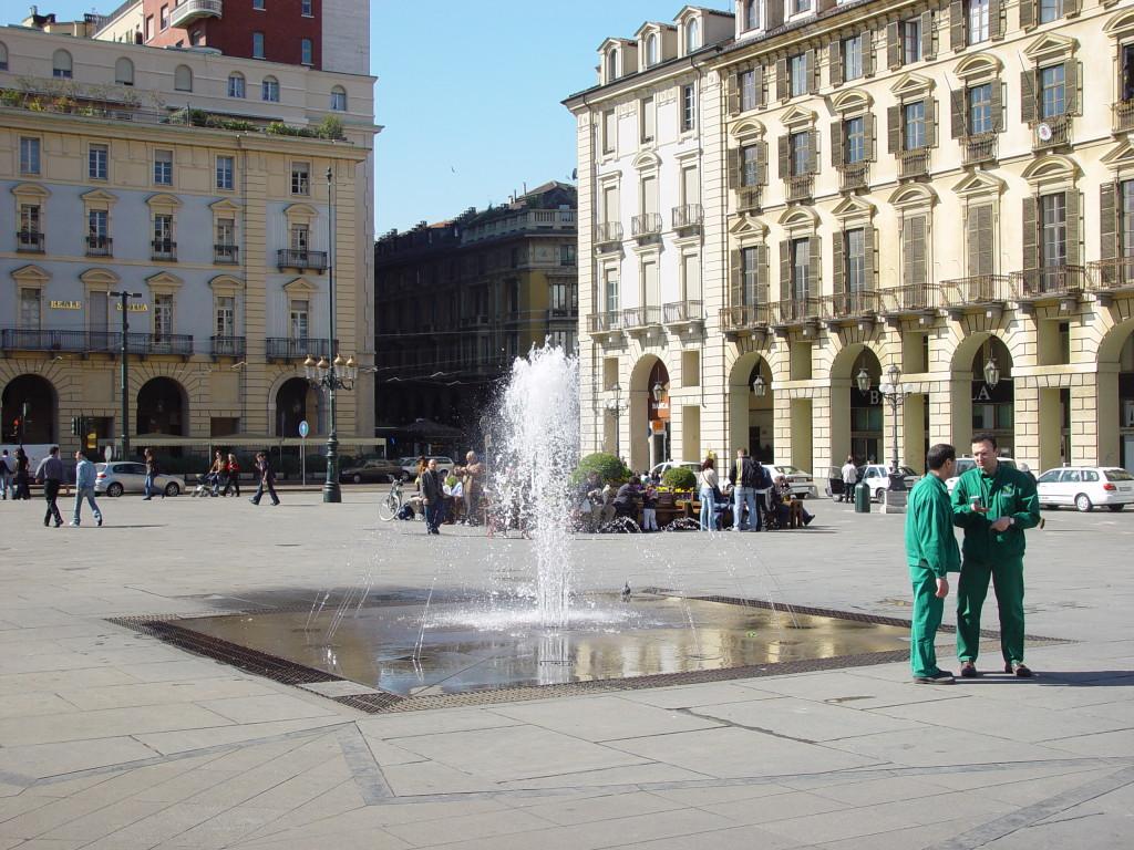 DSC01780-torino-piazza_castello-fountain