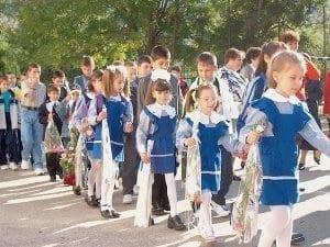 elevi in uniforma