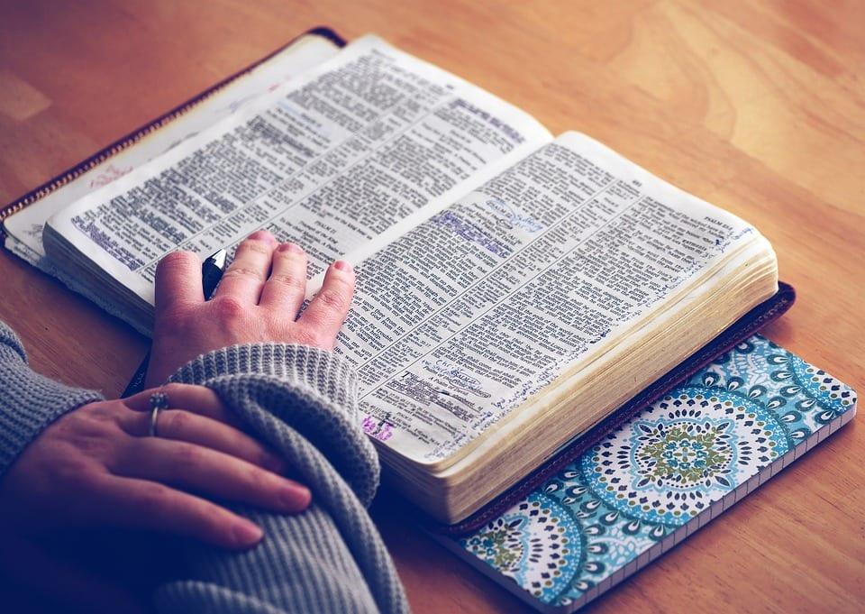 despre credinţă şi religie