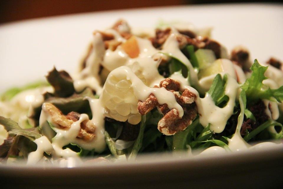 Salata de ţelină cu nuci