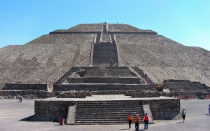 pyramid-of-the-sun-and-moon,-mexico-wallpapers_30604_1440x900