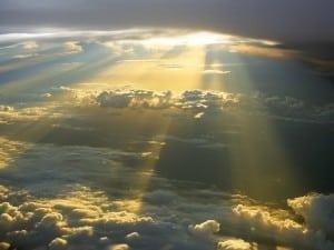 cer superb luminat de raze aurii