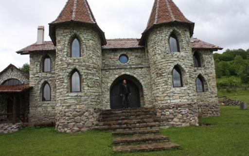 Olarul care si-a construit castel