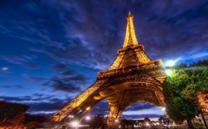 25908-26-03-2013_Eiffel-Tower-Paris-Wallpaper-2560x1600