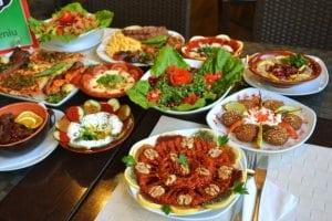 Carne ameţită şi Salată de fasole