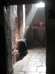 Gracanica-Monastery-a-nun-in-prayer