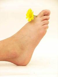 senzație de furnicături și picioare umflate