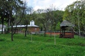gradina manastirii tarnita