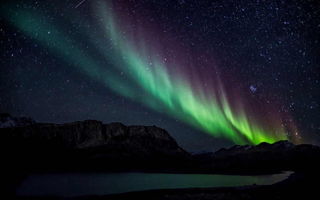 aurora-borealis-nature-hd-wallpaper-1920x1200-10227-e1417934289847-1050x656