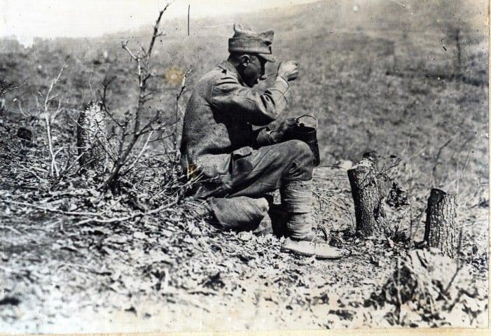 Soldat mincind, Dealul Porcului 1917 (Small)_02201313