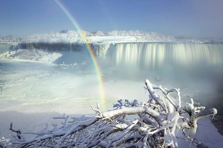 niagara-falls-frozen-by-polar-vortex