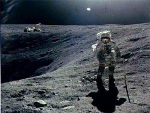omul pe lună