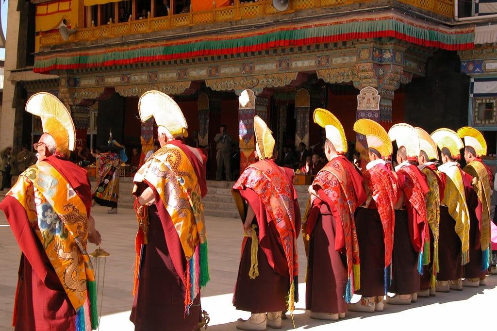 Shigatse_Monks,_Tibet
