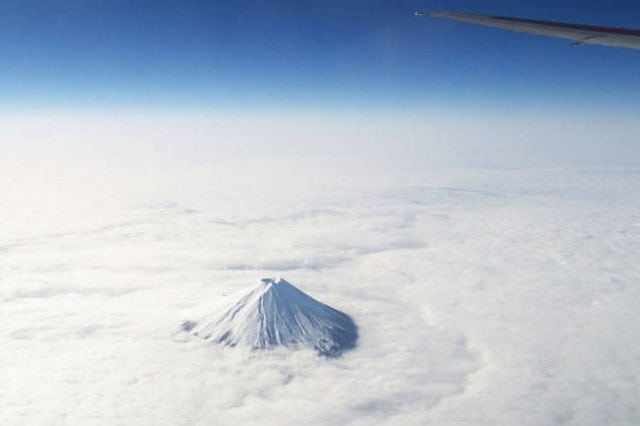 stunning_photos_taken_from_the_window_seat_in_airplanes_640_04