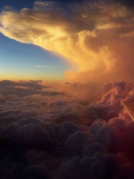 stunning_photos_taken_from_the_window_seat_in_airplanes_640_09