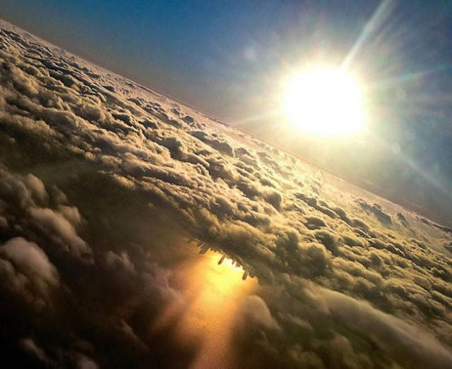 stunning_photos_taken_from_the_window_seat_in_airplanes_640_14