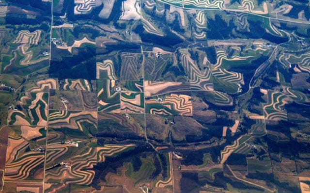 stunning_photos_taken_from_the_window_seat_in_airplanes_640_21