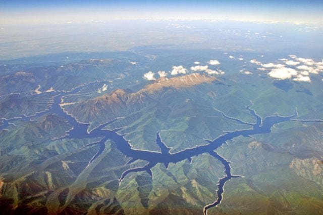 stunning_photos_taken_from_the_window_seat_in_airplanes_640_22