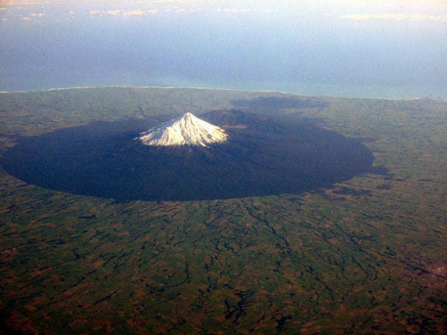 stunning_photos_taken_from_the_window_seat_in_airplanes_640_23