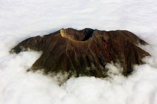 stunning_photos_taken_from_the_window_seat_in_airplanes_640_25