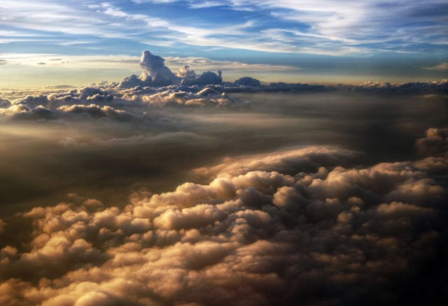 stunning_photos_taken_from_the_window_seat_in_airplanes_640_26