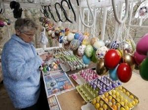copac decorat cu ouă de Paşti