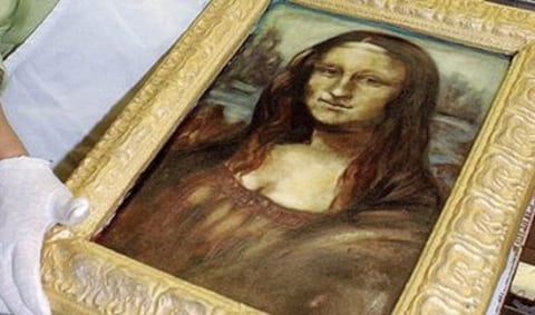 2010-06-10-16-39-16-1-portrait-of-mona-lisa-is-made-from-white-chocolate