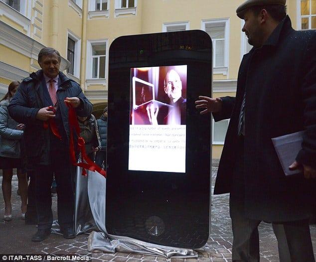 20130111_russiajobsmemorial_1