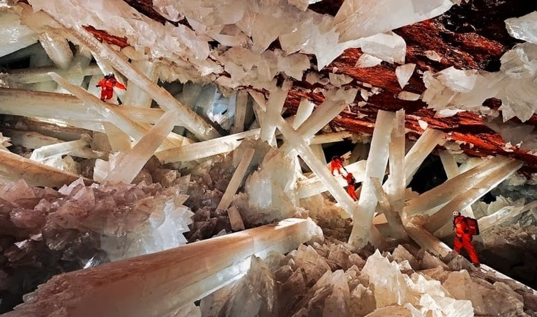 Giant-crystal-cave-in-Nacia-Mexico Saline