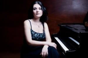 Raluca-Stirbat-este-absolventa-a-Academiei-de-Muzica-din-Viena