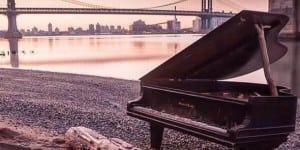 a-mysterious-piano-washed-ashore-in-new-york-city-last-week
