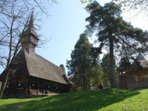 biserica-de-lemn-sfintii-arhangheli-mihail-si-gavril-din-rogoz-2985