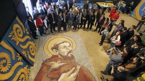 de-la-chacra-al-altar-esperan-que-el-retablo-maiz-impresione-al-papa-506x285
