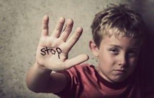 copii-abuzati-shutterstock-237646102-465x390