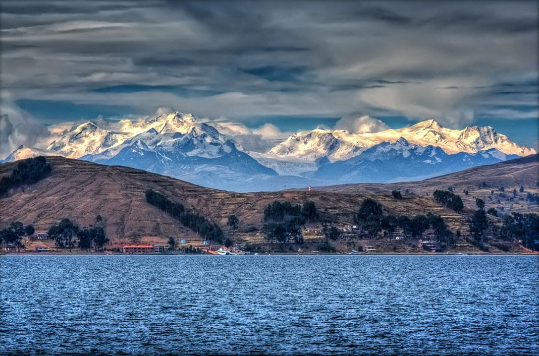 1280px-Lake_Titicaca_(4094294277)