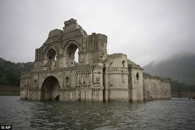 Minunea din Mexic: O biserică s-a ridicat deasupra apelor