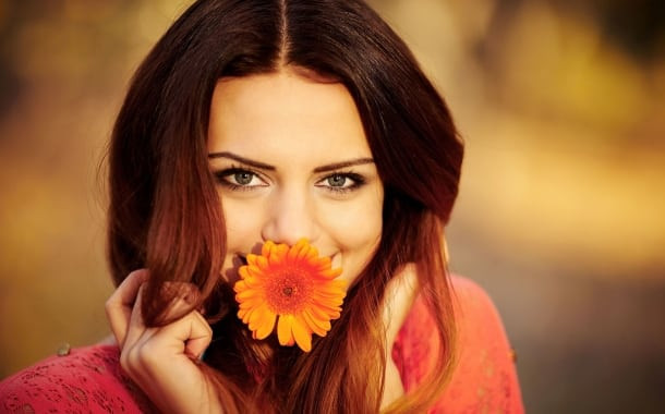 fata-floare-zambet
