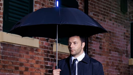 no-need-to-ask-siri-this-smart-umbrella-knows-if-youll-need-it