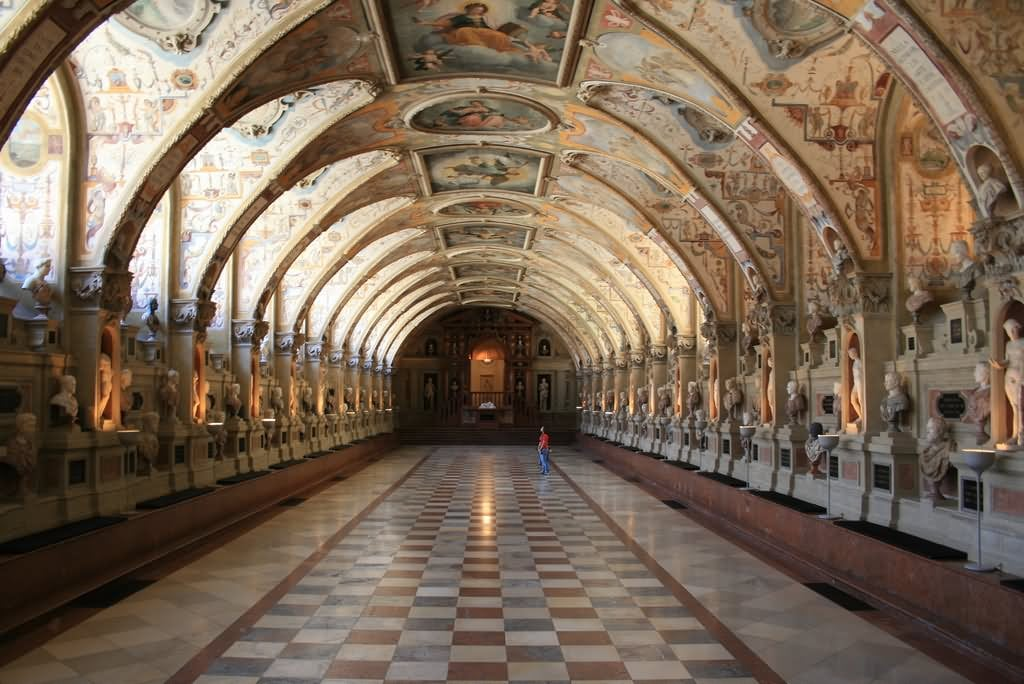 Adorable-Inside-View-Image-Of-The-Neuschwanstein-Castle