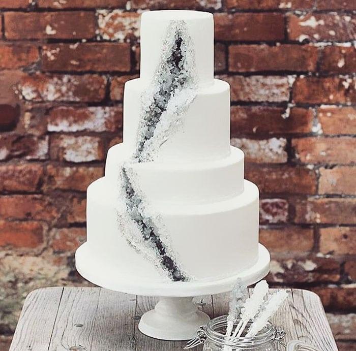 amethyst-geode-wedding-cake-trend-10-57833e1daf92f__700