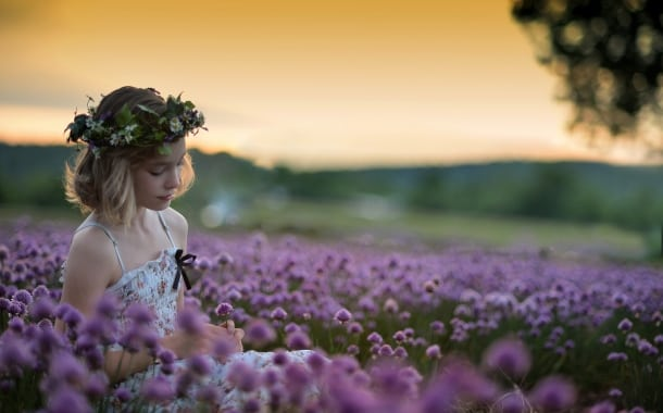 fata-natura-camp-de-flori