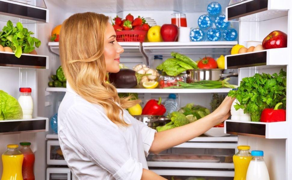 cum-sa-asezi-corect-mancarea-in-frigider-pentru-a-pastra-alimentele-cat-mai-proaspete_size2