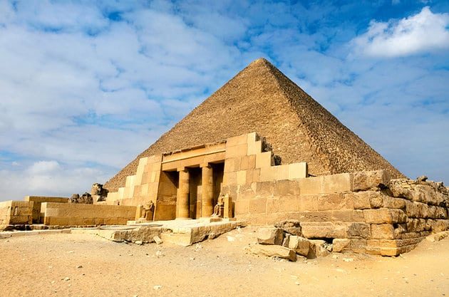 egypt-pyramids-of-giza-great-pyramid-with-tomb-of-senegemib-inti-in-front