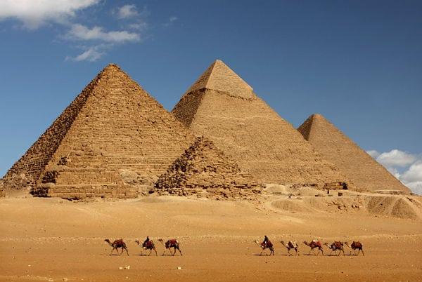 thstck_egipt_piramida_wielblad_600