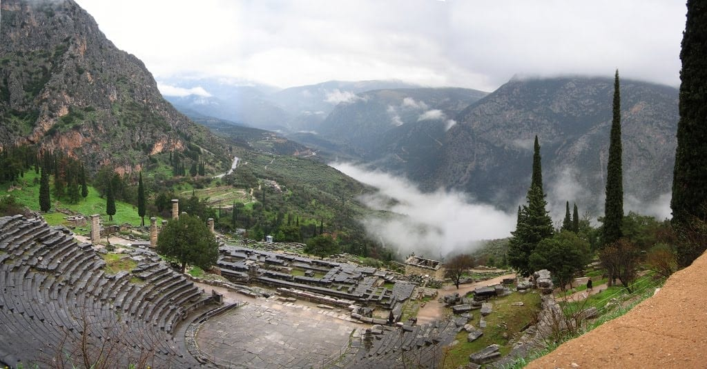 apollo-temple-in-delphi-the-oracle