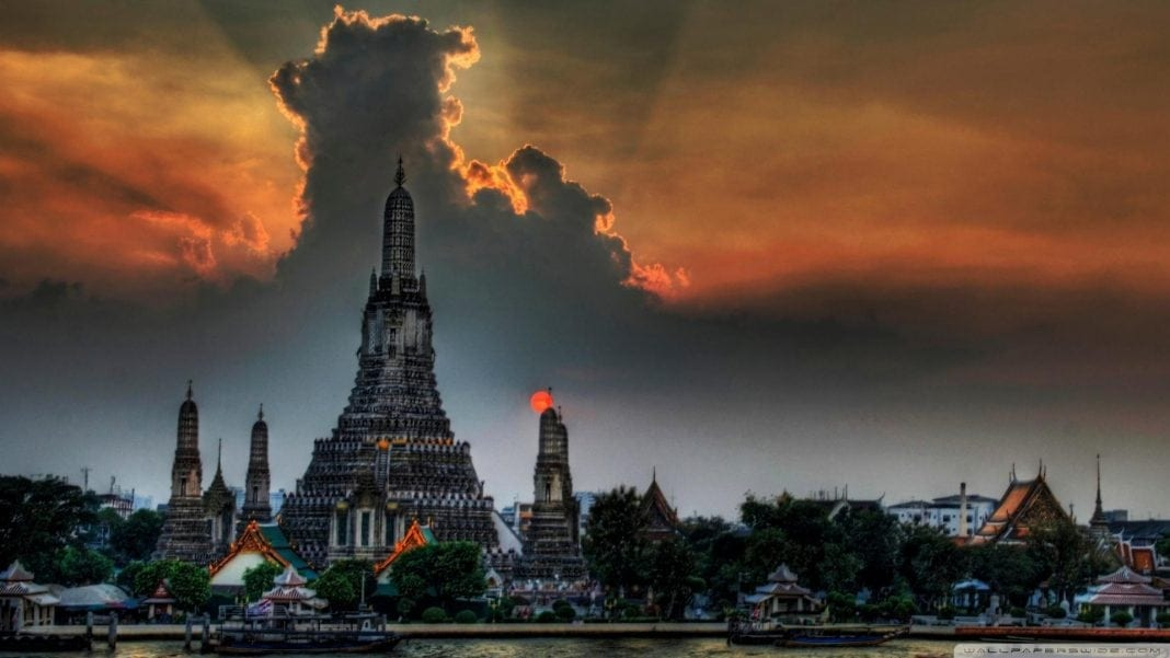 beautiful_cloud_over_asian_temple_hdr