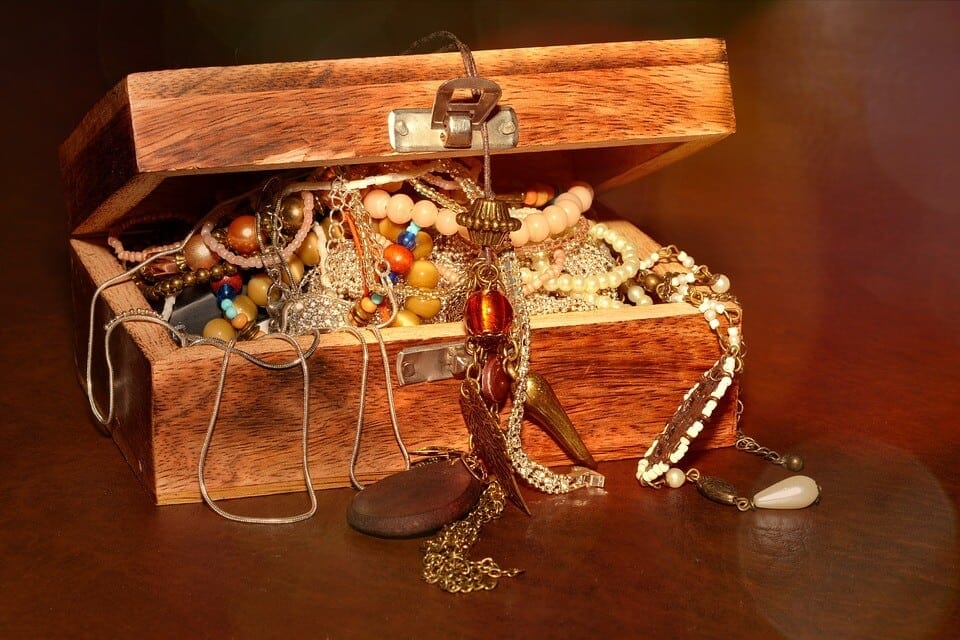 Despre tulburările lumii de astăzi: Nu vă adunaţi vouă comori pe pământ