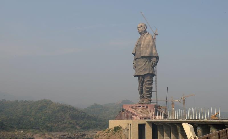 Statuia îl înfăţişează pe Sardar Vallabhbhai Patel