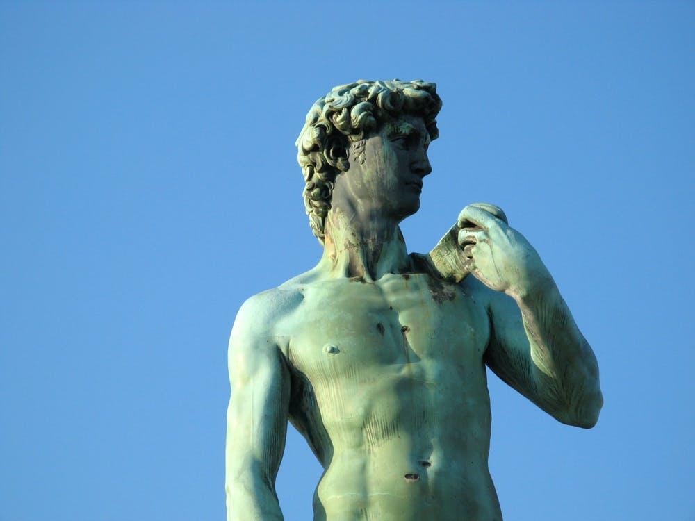 Singurele statui de bronz realizate de Michelangelo din lume